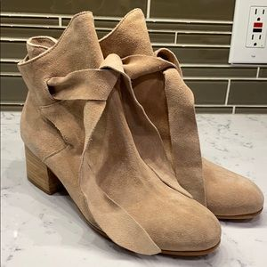 Rachel Zoe  Kate Oiled Suede Booties NWOT 9